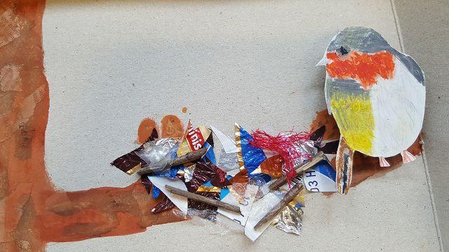 Ein Teil der Abfälle wurde in einem Kunstprojekt verbastelt.